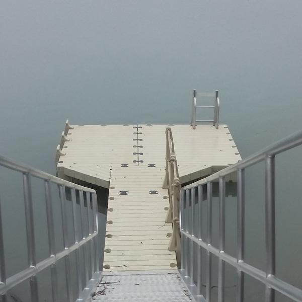 Échelle rétractable pour ponton flottant