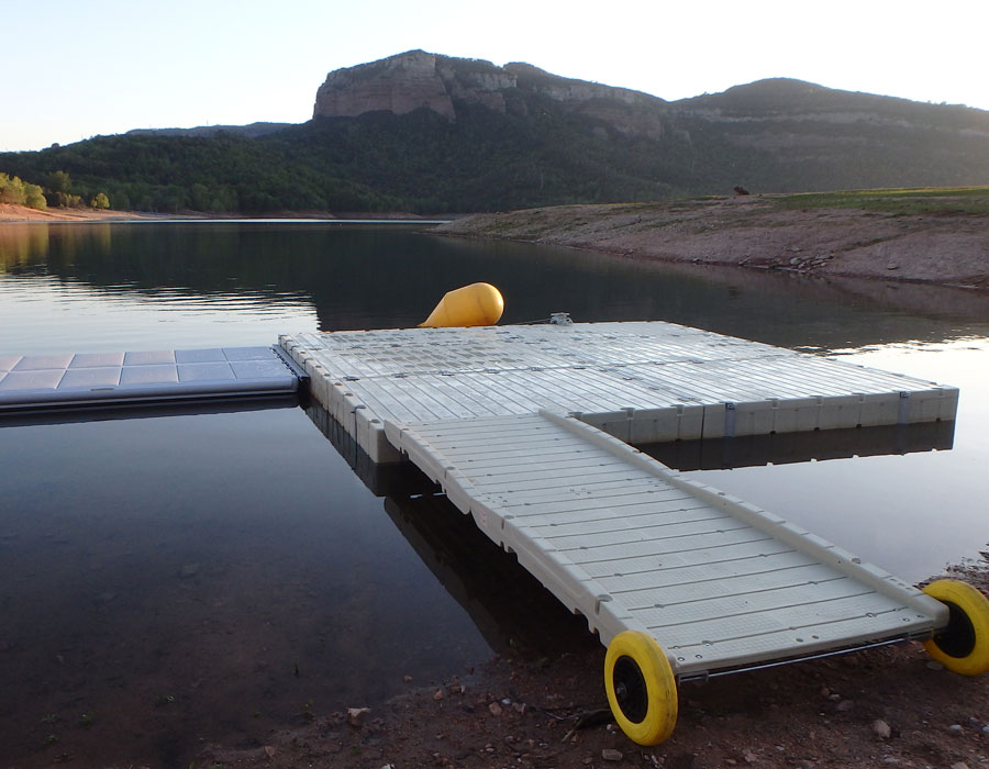 New floating base on the Sau lake in Catalonia